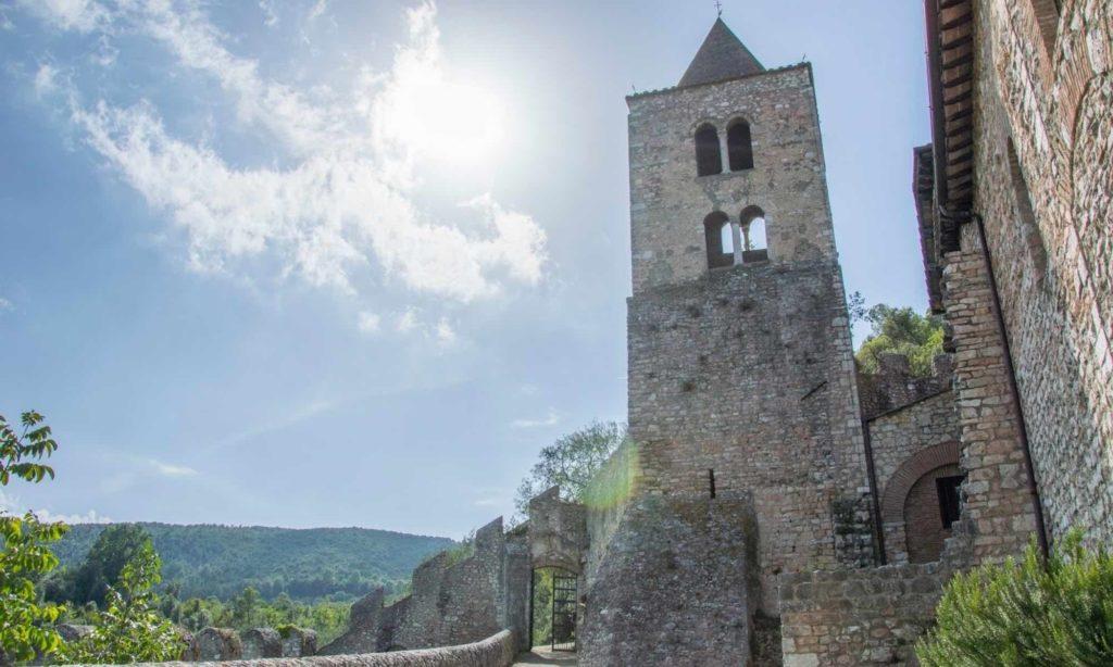 Interno dell'abbazia benedettina di San Cassiano a Narni, particolare della torre campanaria