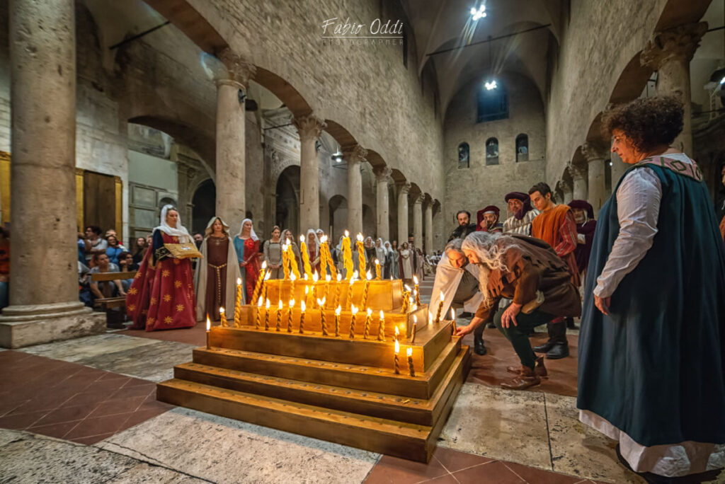The Offering of the Candles to San Giovenale in Narni's Cathedral - foto by: Fabio Oddi