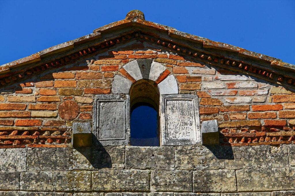Chiesa di Santa Pudenziana - frontone con calendario Pasquale perpetuo